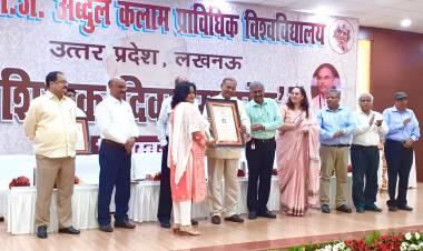 Dr. Abhilasha Singh Raghav received the AKTU Best Academician Award @ HIMCS
